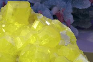 Sulfur ist ein chemisches Element
