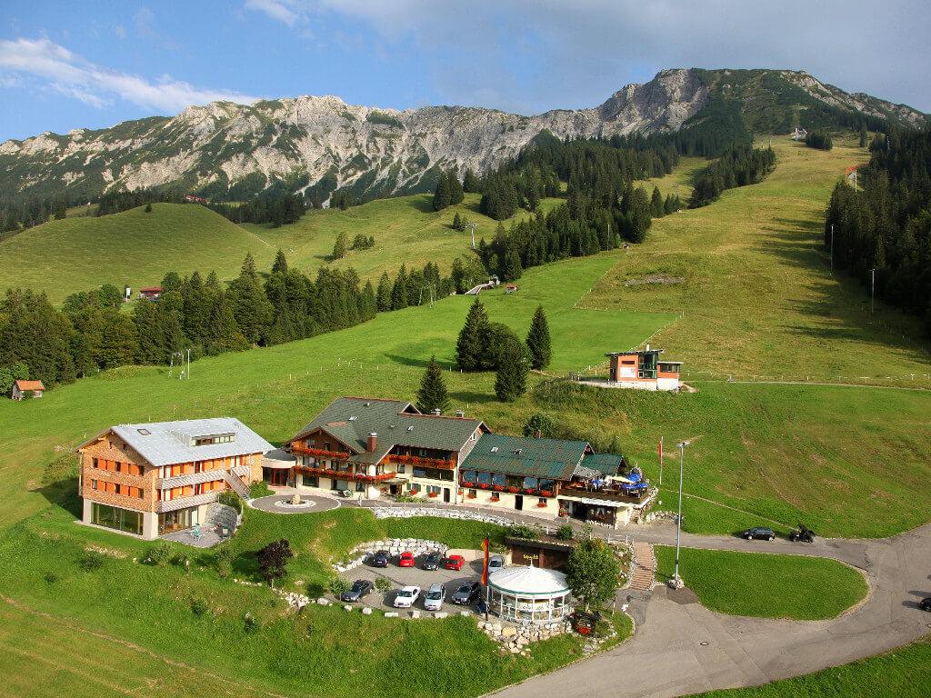 Mattlihüs Bio-Hotel Oberjoch - Außenansicht (Luftbild)